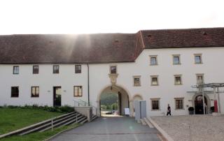 Schloss Seggau Einfahrt